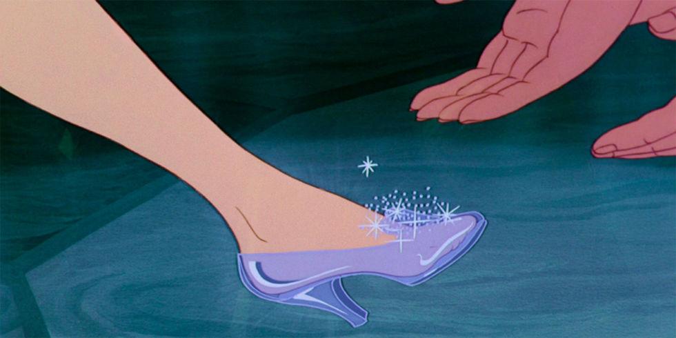 Bí mật giày lười - Lọ lem là minh chứng hùng hồn cho việc một chiếc giày mới có thể thay đổi cuộc đời bạn.